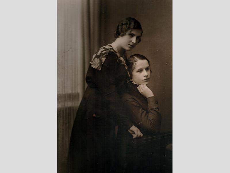 Siczek Bronislawa avec sa sœur Regina, env. 1920. Coll. Devireux.