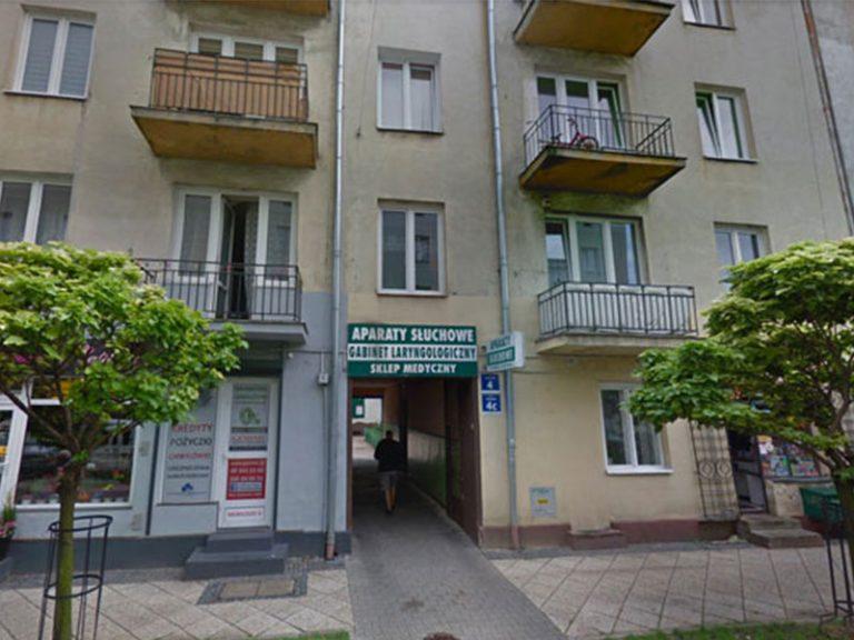 Radom, rue Moniuszki 4. La fenêtre au dessus de la porche, 1er étage, était la seule qui donnait sur la rue.