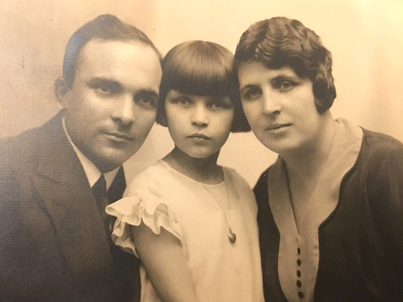 Maurycy et Bronislawa Bodalski avec leur fille. Varsovie, env. 1930.