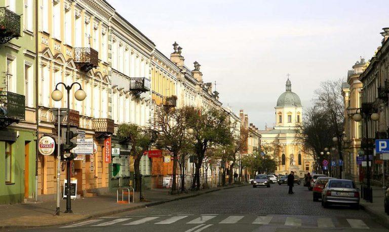 Radom, rue de Pilsudski, dernier lieu d'habitation. Immeuble à gauche.