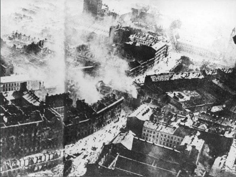 Varsovie est bombardée, septembre 1939.