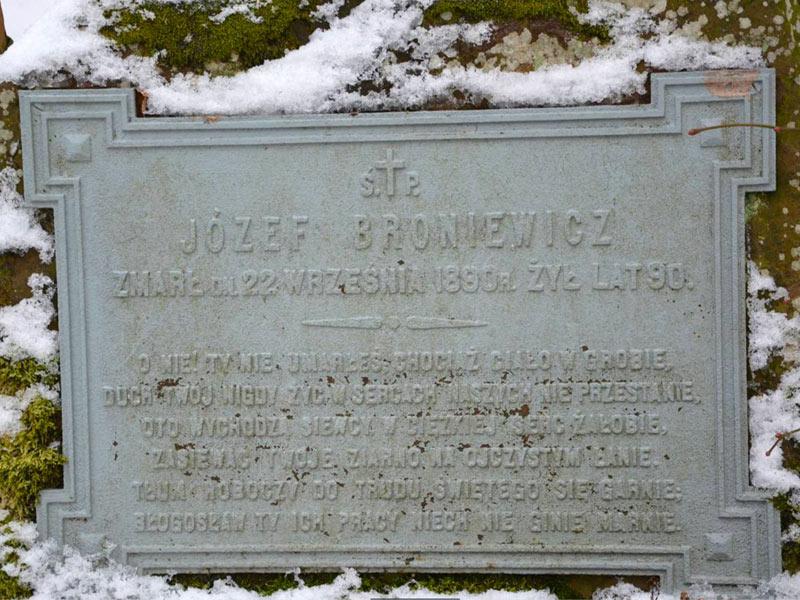 Epitaphium sur le tombe de Jozef Kasper Broniewicz.