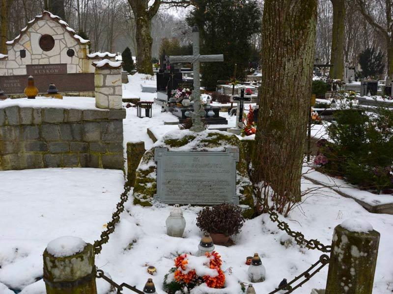 Le tombe de Jozef Kasper Broniewicz, cimetière de Kazimierz.