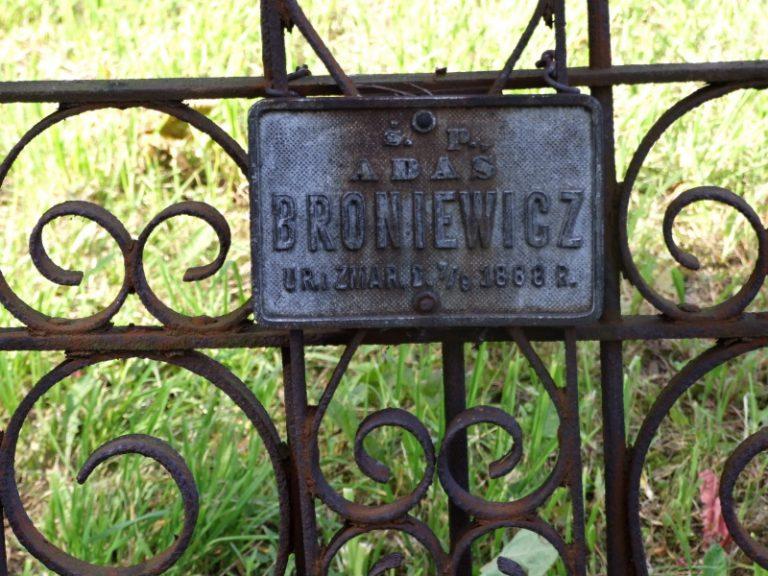 Broniewicz Adam, fils de Jozef, petit-fils de Antoni Jan. Tombe à Pulawy Wlostowice.