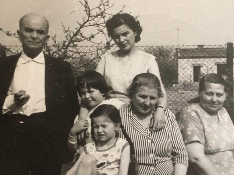 BODALSKI Maurycy avec sa fille Barbara, sa femme Bronislawa, sa belle sœur, Regina Siczek (à dr.), et ses deux petites-filles Anna et Maïka (plus bas)
